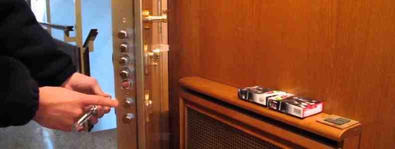 apertura puerta 792x300 - Cerrajero Latina Urgente Cerrajeria Latina 24 Horas