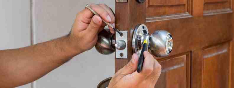 cerrajero puerta 792x300 - Cerrajero Hortaleza Urgente Cerrajeria Hortaleza 24 Horas